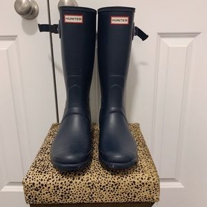 NAVY BLUE NEVER WORN HUNTER BOOTS